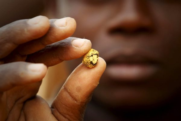 small scale miner with gold in zimbabwe