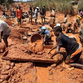 gold-panners-in-zimbabwe