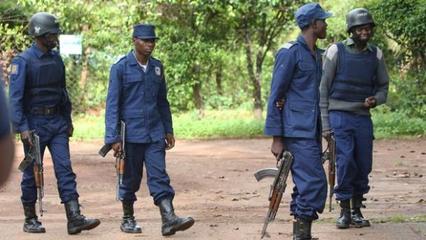 Police shoot machete gang