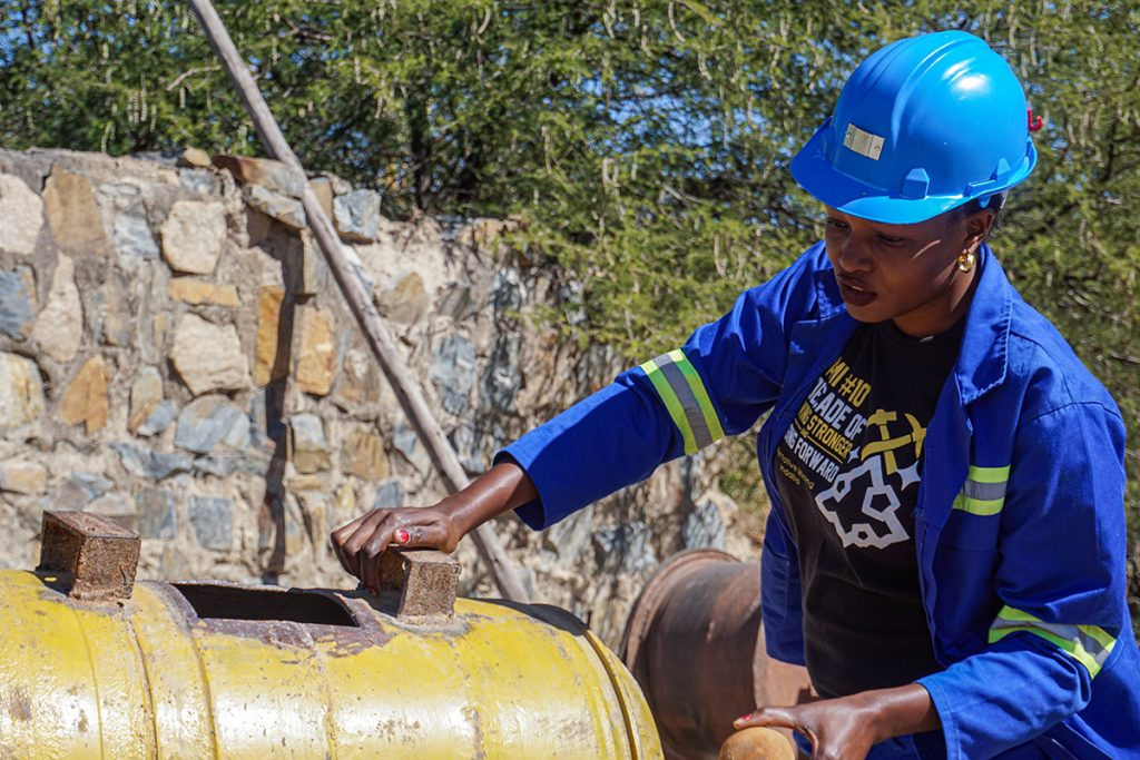 Zvishavane women miners